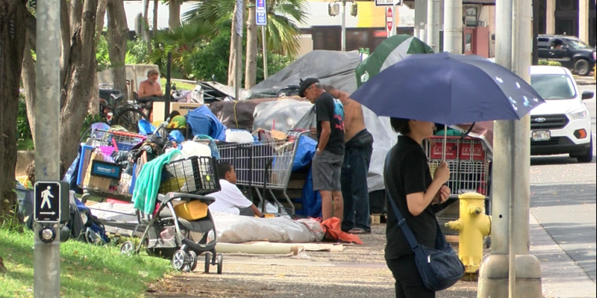 Council approves sidewalk bills targeting homeless