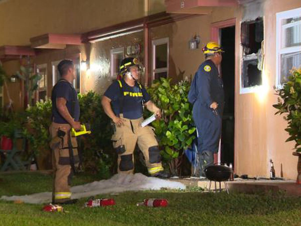 Firefighters rescue 2 women trapped in Waipahu townhouse blaze