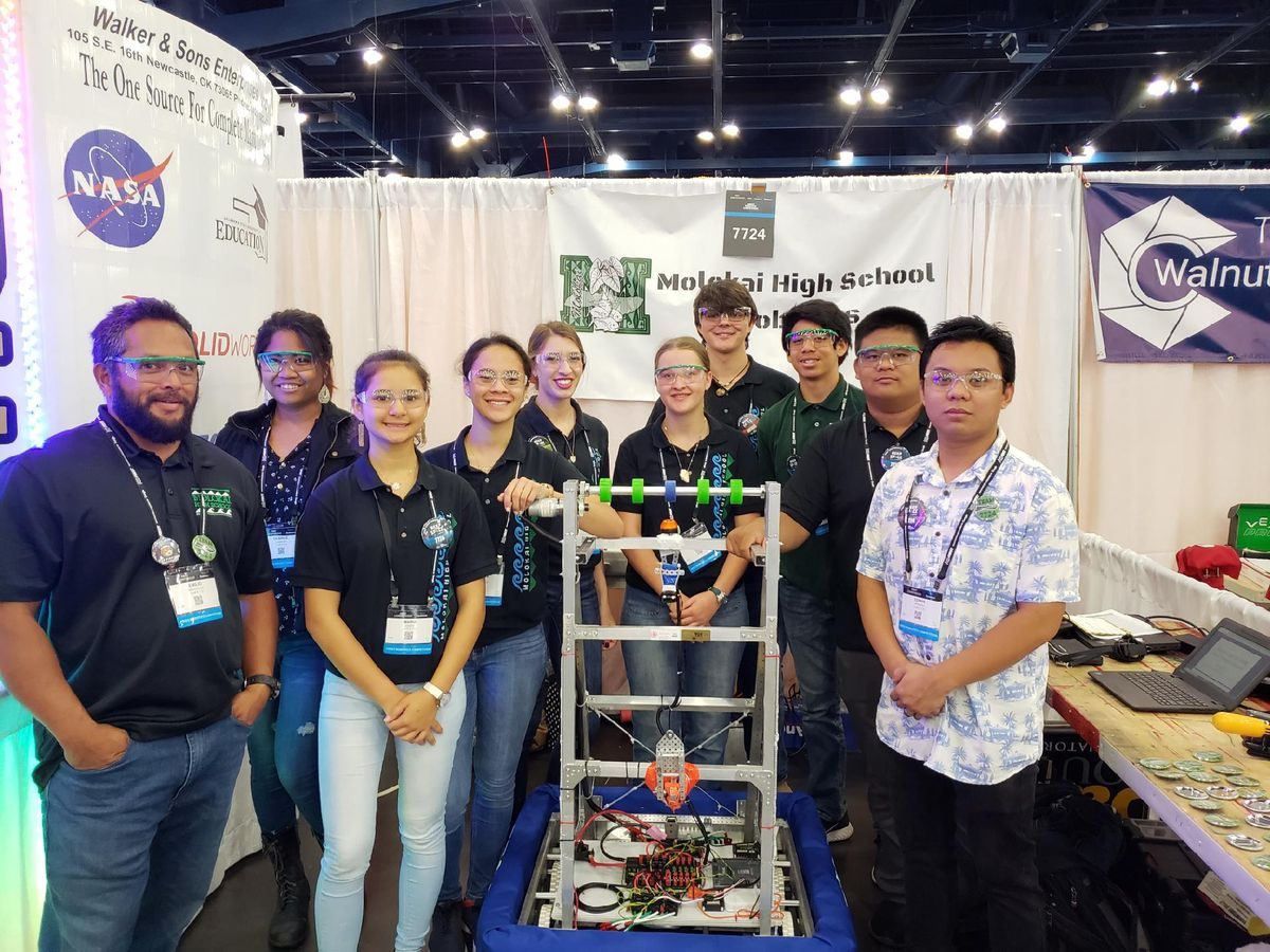 Hawaii high school robotics team garners rookie award
