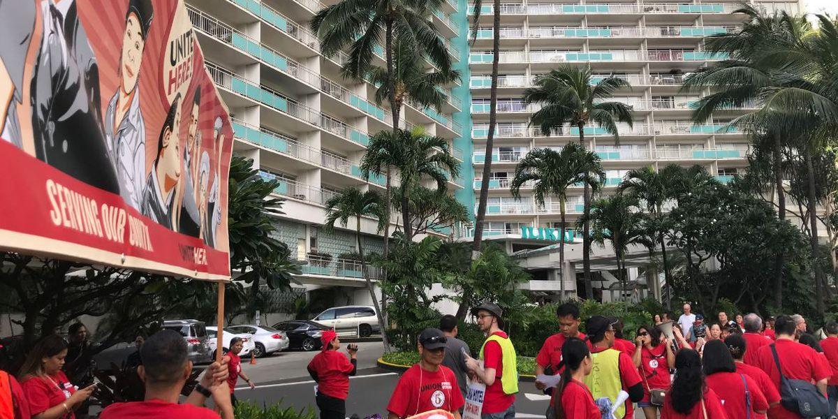 Ilikai Hotel workers walk off job amid contract dispute