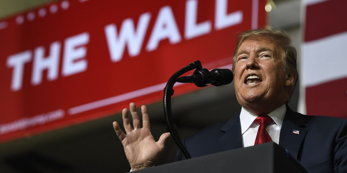 In Texas, Trump backs wall while O'Rourke rallies opponents