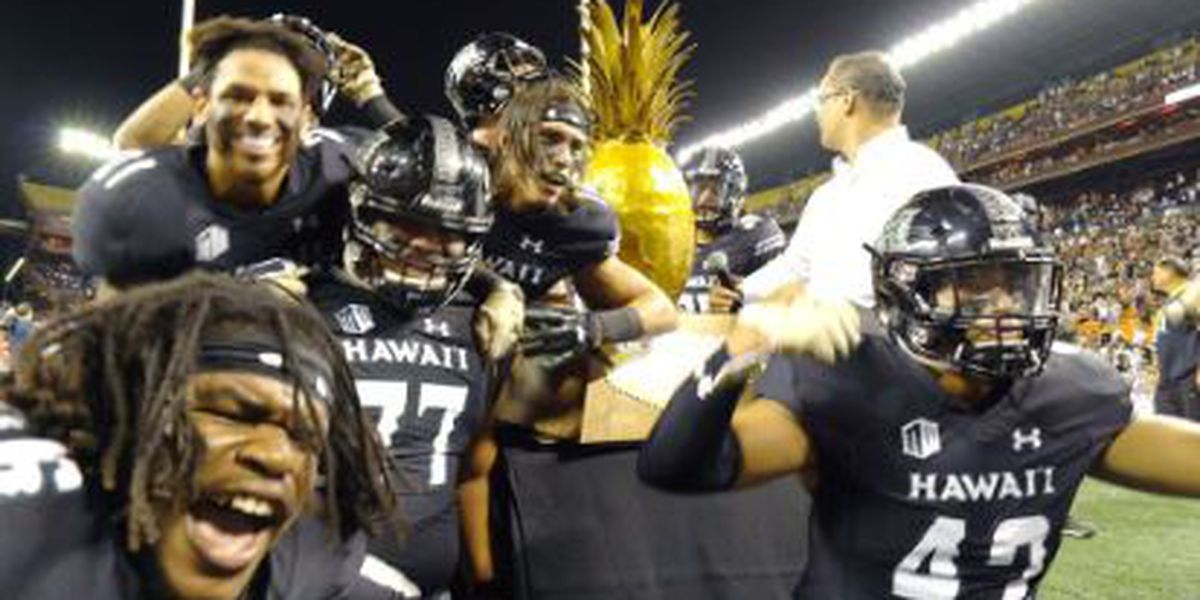 Hawaii completes epic comeback to beat UNLV, 35-28; secures bowl eligibility