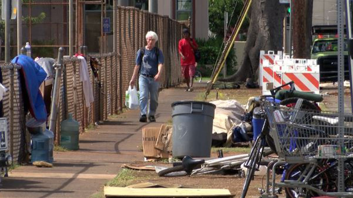Moiliili resident threatens to sue city over sidewalks blocked by homeless camps