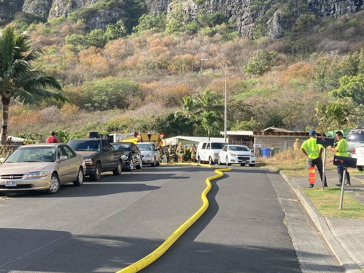 Firefighters extinguish house fire in Waimanalo