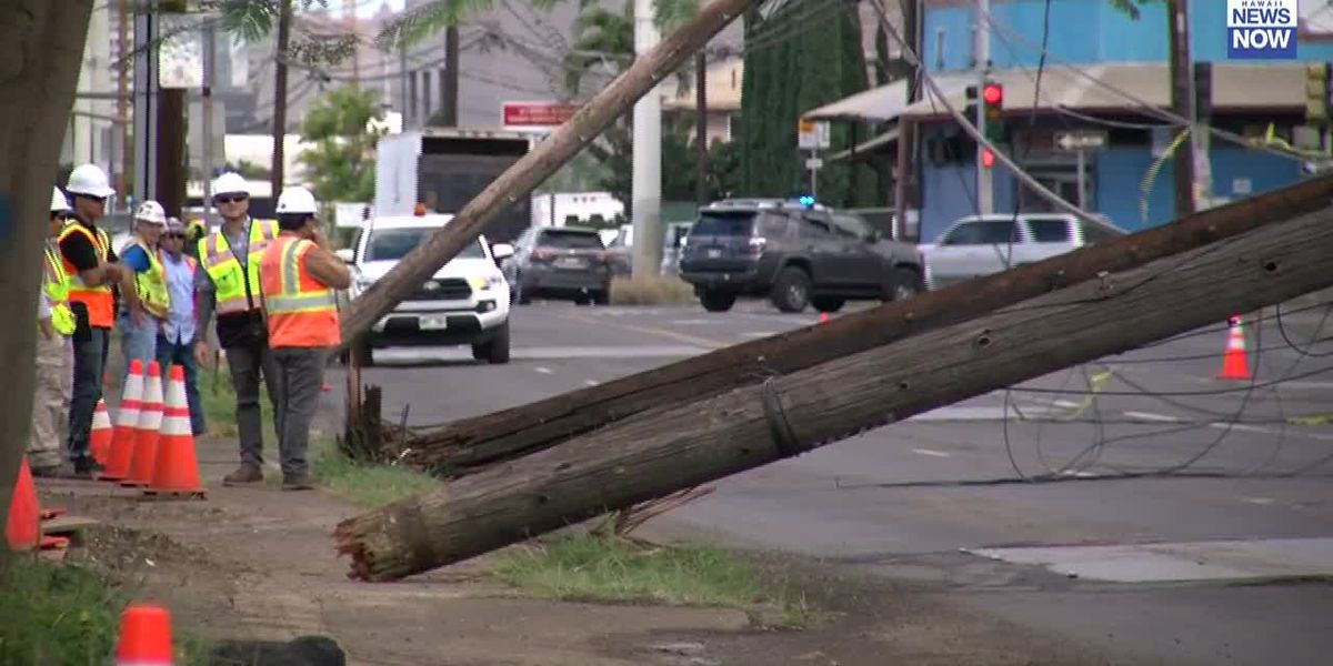 Dump truck pulls down utility poles on Dillingham Blvd., creating traffic mess