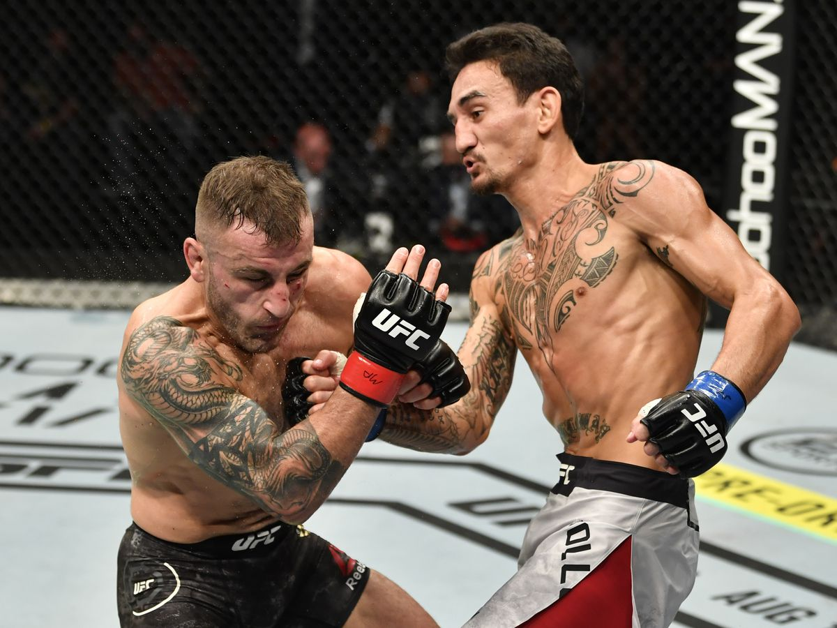 Max Holloway loses featherweight title rematch with Alexander Volkanovski at UFC 251