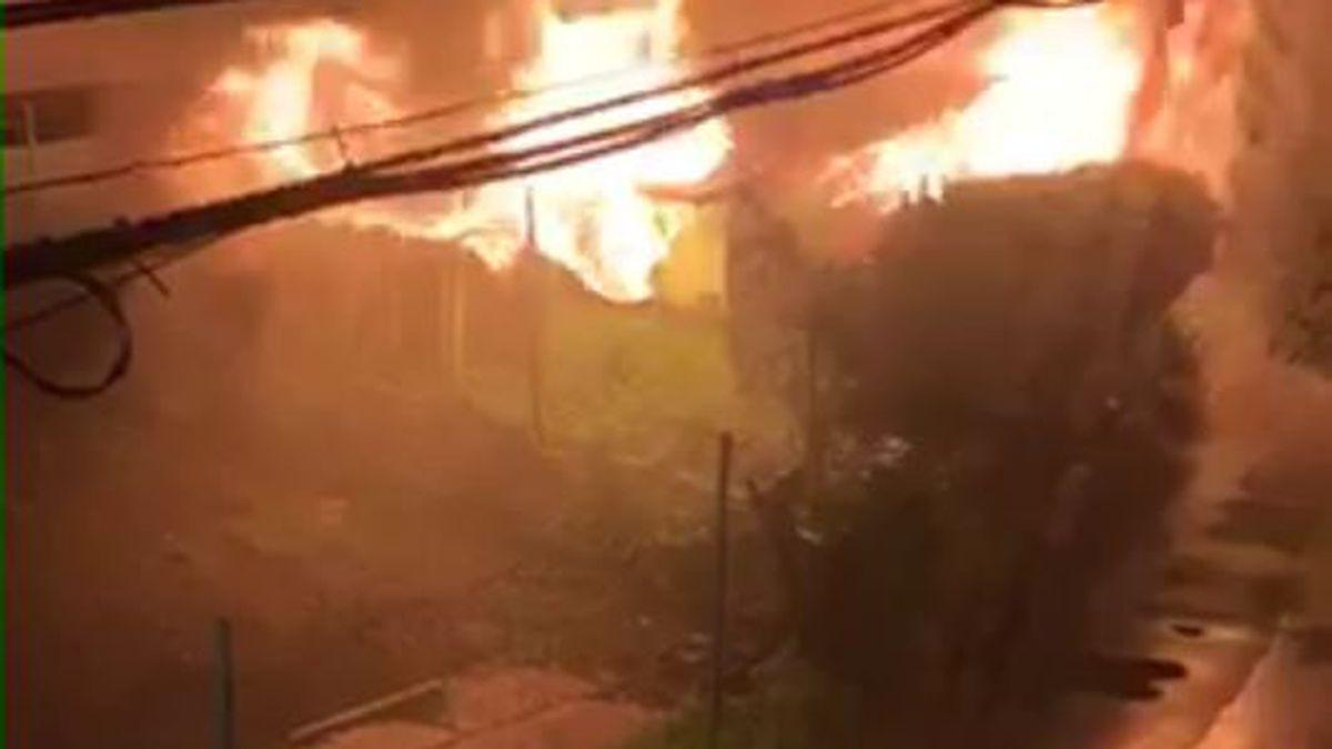 Honolulu firefighters responding to a 2-alarm building fire in Kalihi