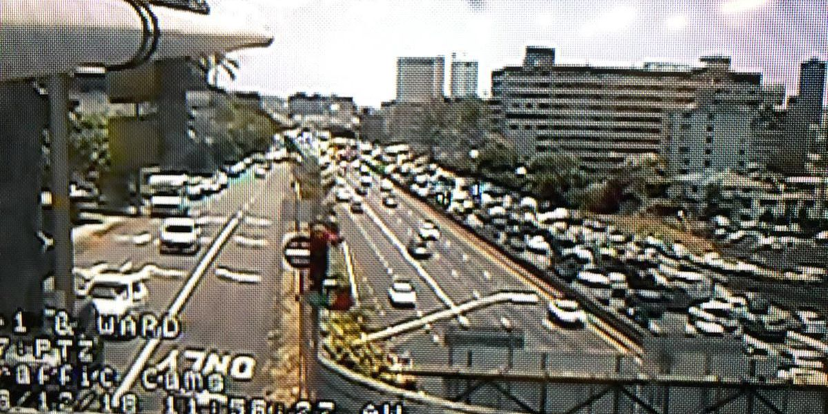 Traffic on the H-1 Freeway near Punahou returns to normal after crash