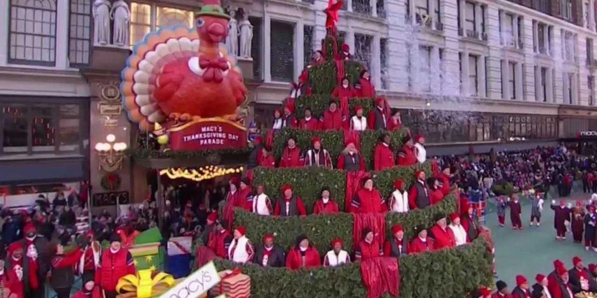 A 'singing Christmas tree' in the Macy's Thanksgiving Day parade had a special connection to Hauula