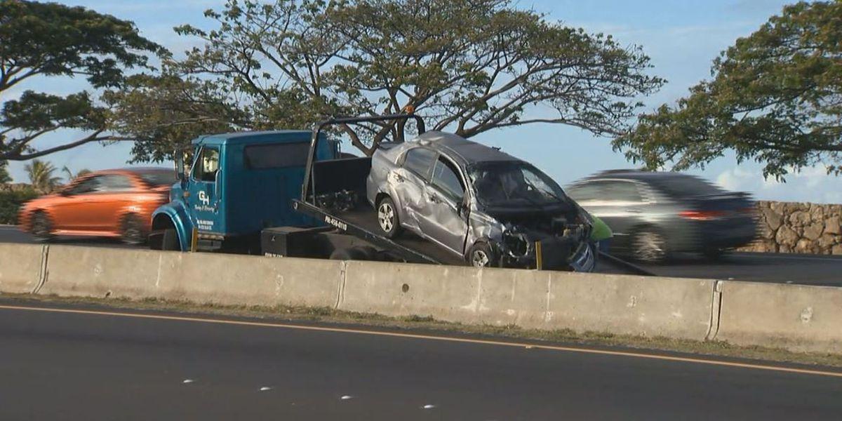 2 injured in crash on Farrington Highway in West Oahu
