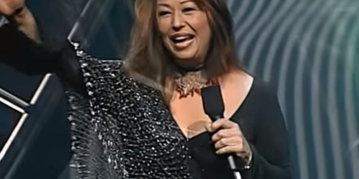 Lawyer of Hawaii singer charged on Guam hopeful for probation