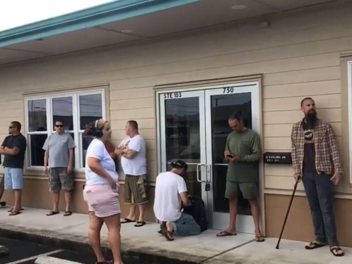 Big Island's first medical marijuana dispensary opens to long lines — and relieved customers