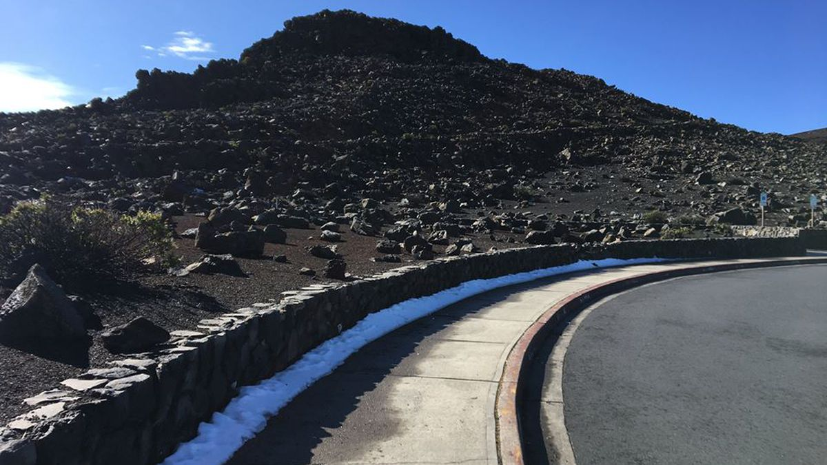 After hefty dusting of snow, Haleakala reopens