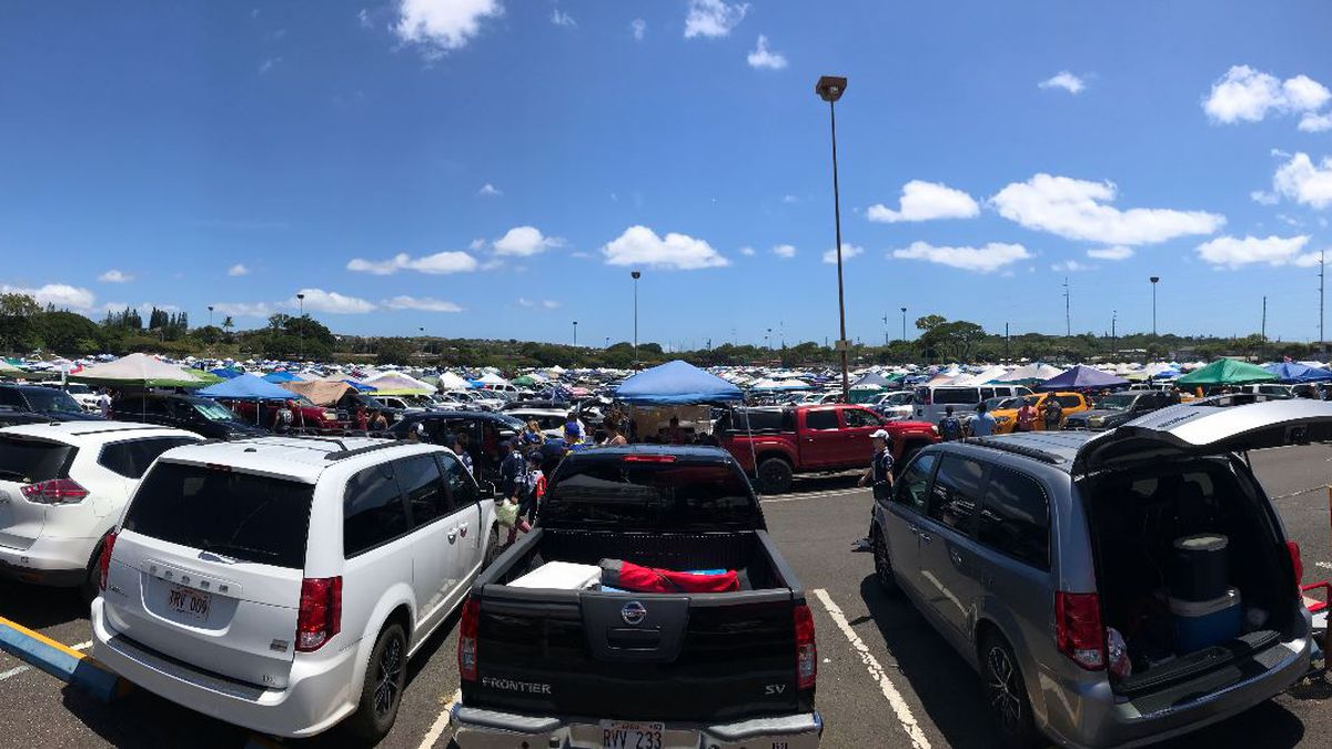 Fans battle traffic, lines to see first NFL preseason match-up in Hawaii in 4 decades