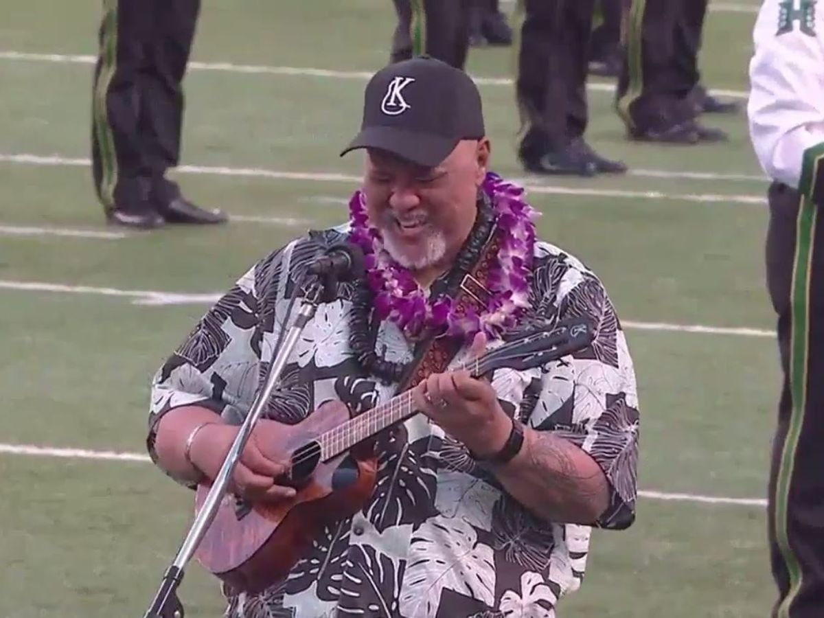 Willie K wows Aloha Stadium (and Twitter) with island-style national anthem