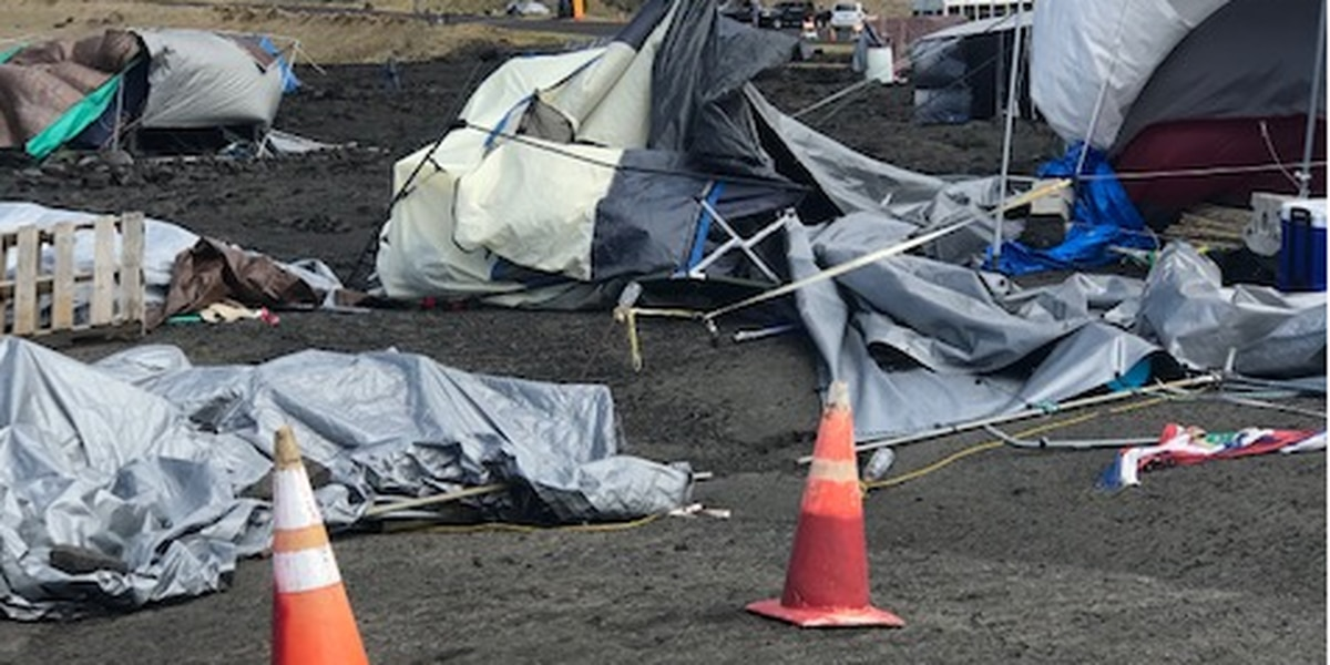 TMT supporters, opponents clash over debris at Mauna Kea camp