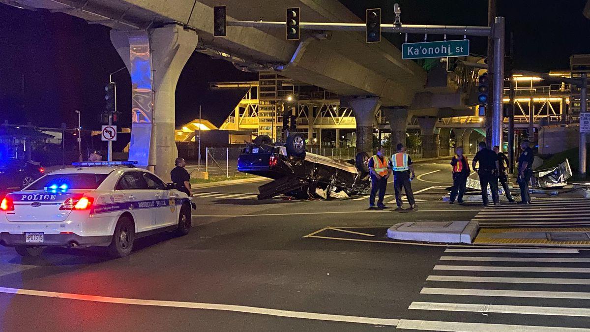 Honolulu police investigating rollover crash in Aiea