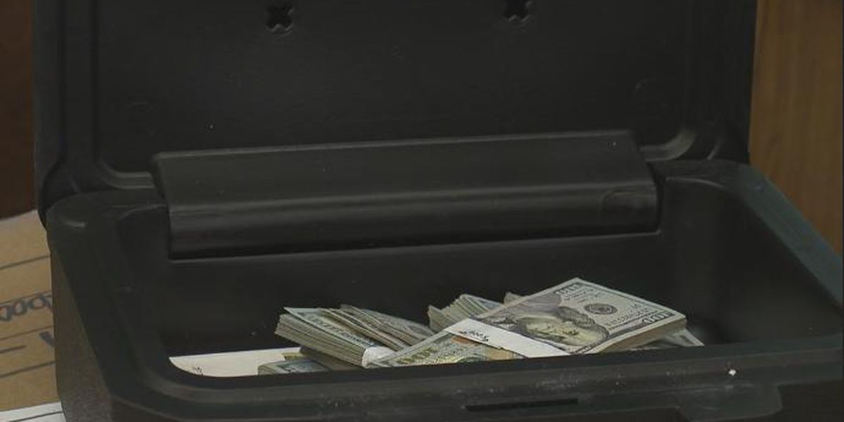 Michigan man finds $43,000 in secondhand couch, returns money to owner