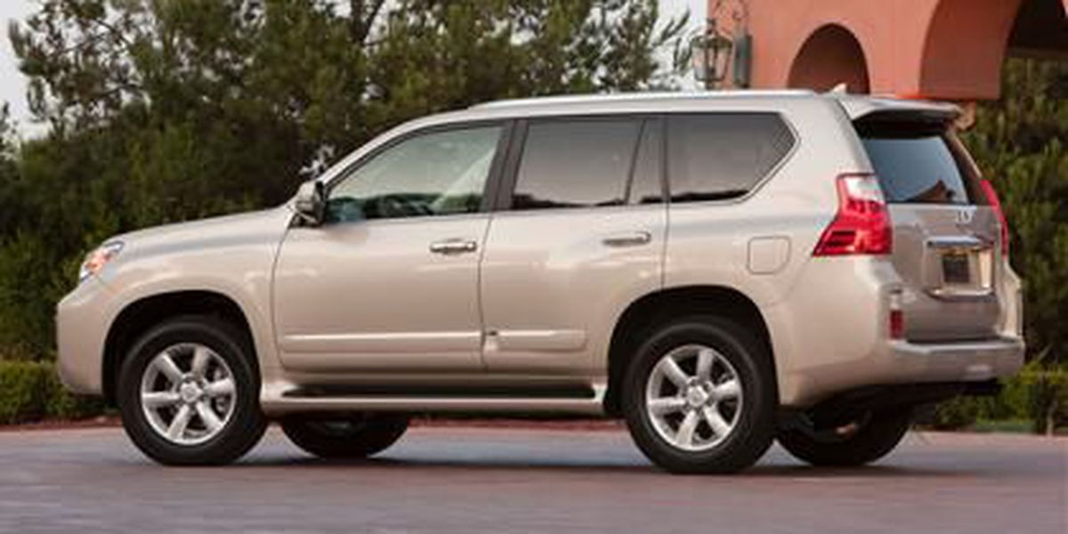 Toyota suspends sales of SUV after risk warning