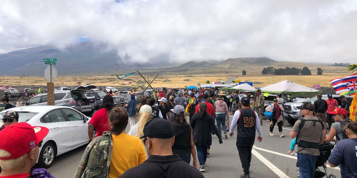 Ige avoids Mauna Kea crowd as number of activists increase into the weekend