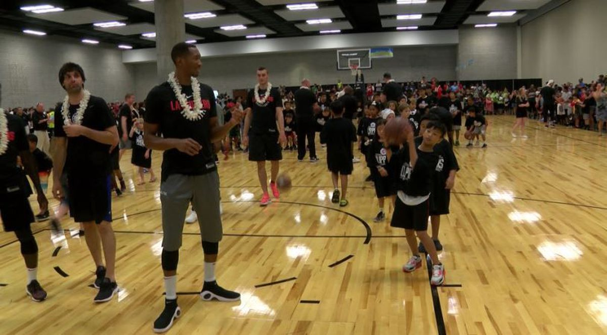 Fans Meet And Greet La Clippers Team At Hawaii Convention Center