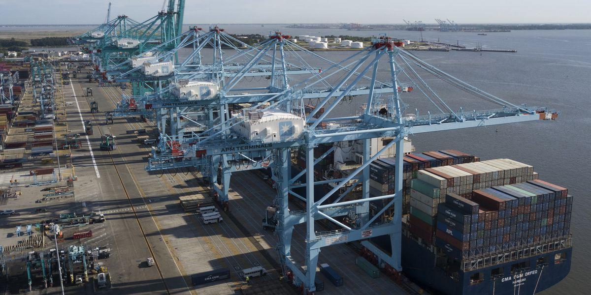 US trade deficit drops 1.7% last year to $616.8 billion