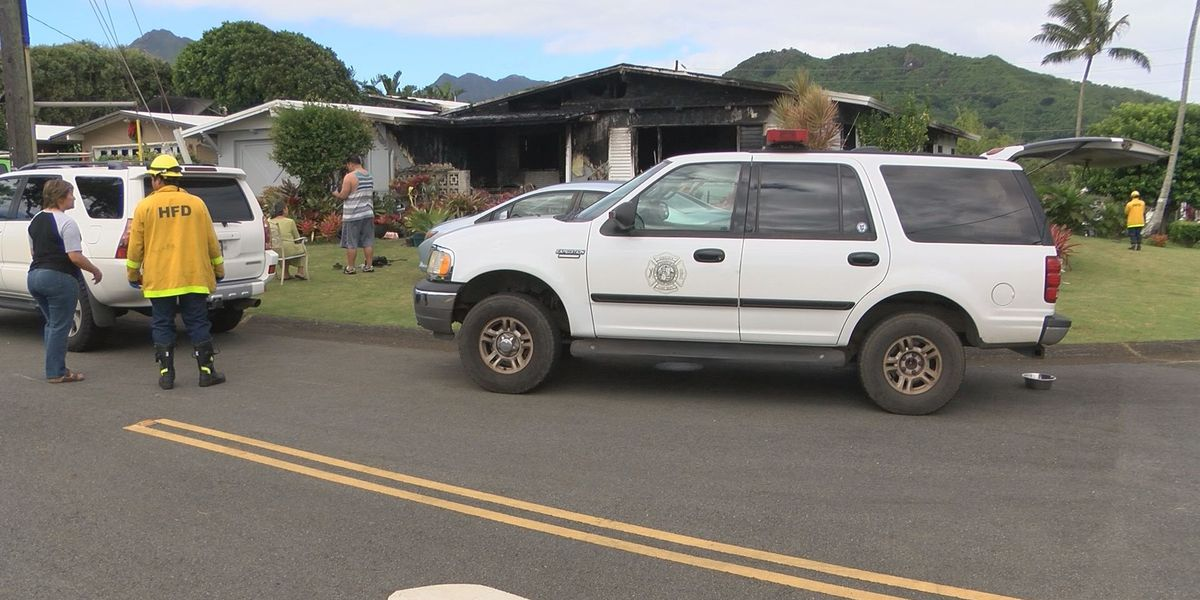 2 separate house fires overnight on Oahu cause thousands in damage