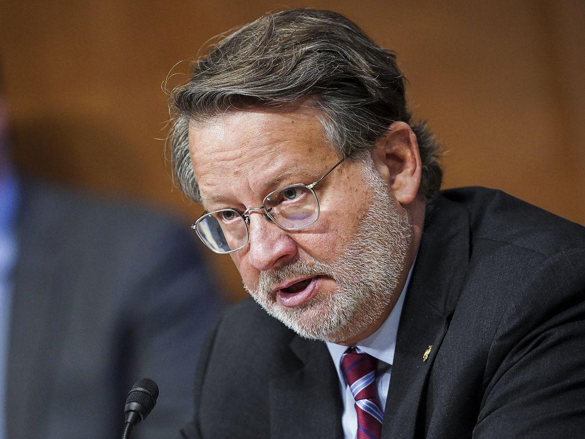 Senator launches investigation into Postal Service delays