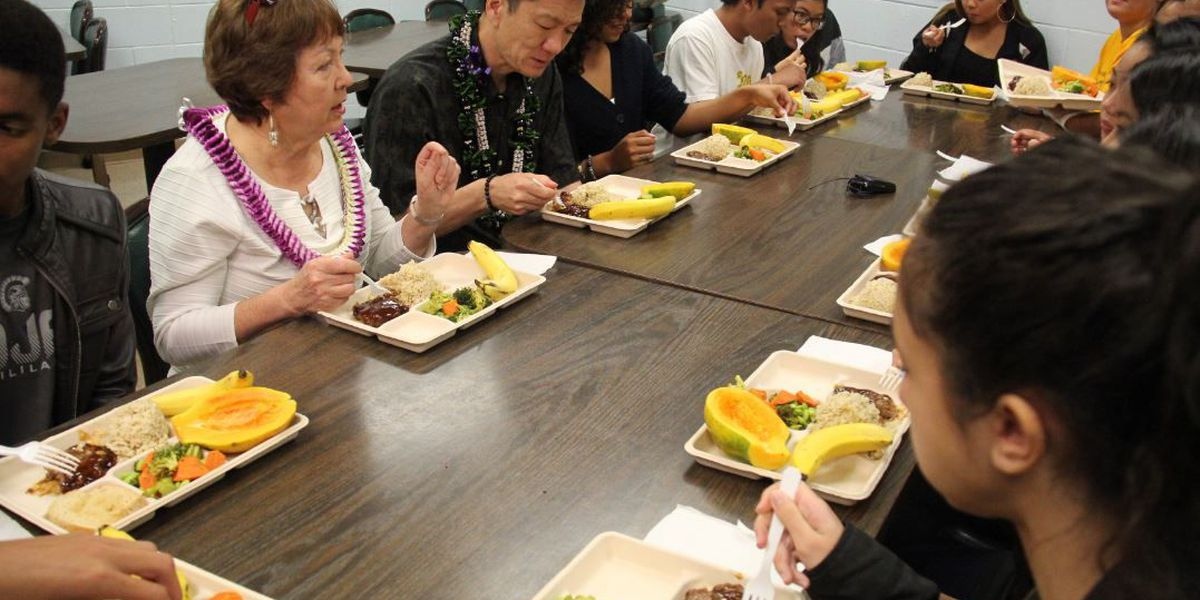 Jack Johnson plays concert at Mililani High to support new fresh lunch program