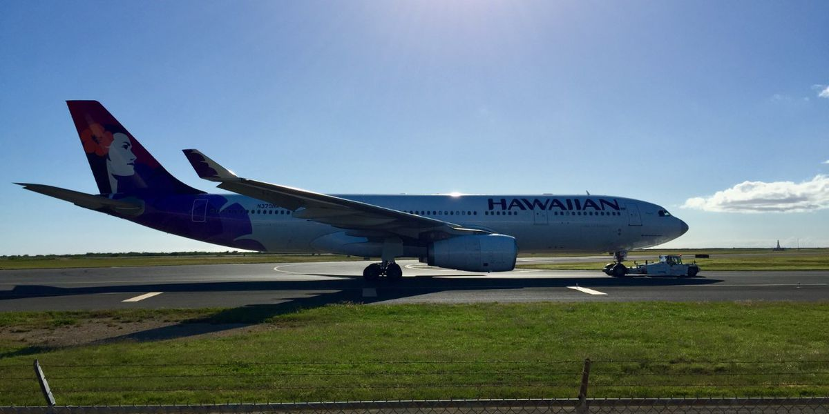 Hawaiian Airlines turns around a flight to Sydney after hydraulic system issue
