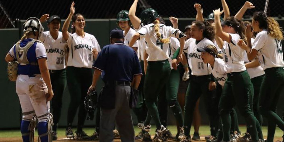 Hitchcock leads Wahine to victory over UC Riverside