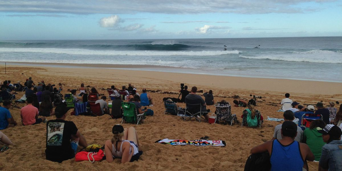 Thousands flock to North Shore for surf contest