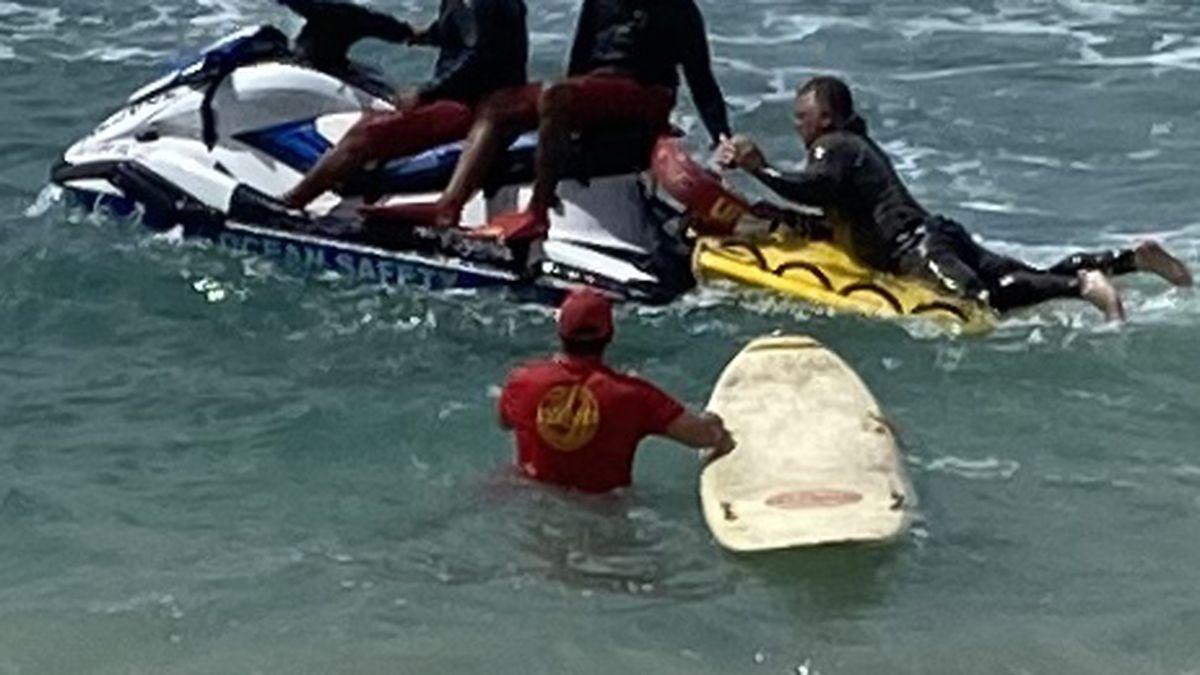8 rescued after vessel capsizes off Makaha coastline
