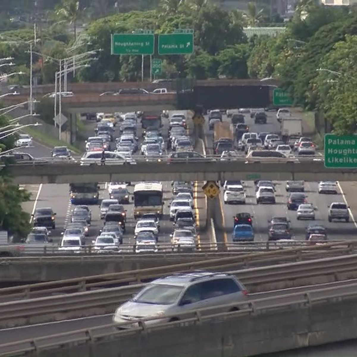 Mayors support charging drivers more for highway use during peak commute times