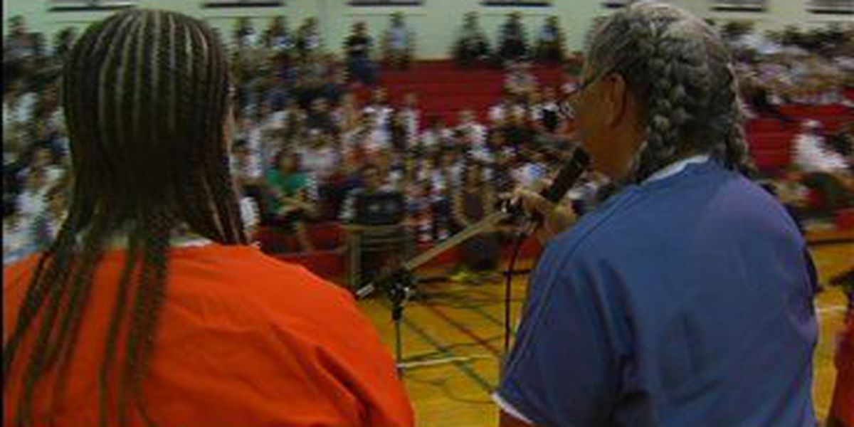Prisoners talk with students about life lessons