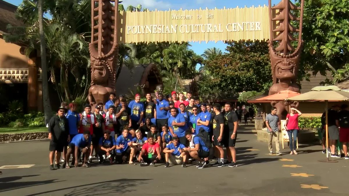 2019 Polynesian Bowl players and coaches tour the Polynesian Cultural Center