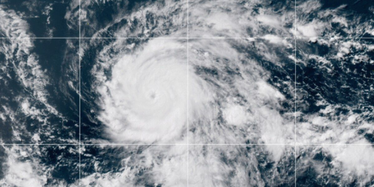 Hawaii bracing for rain, wind, surf impacts from major Hurricane Douglas""