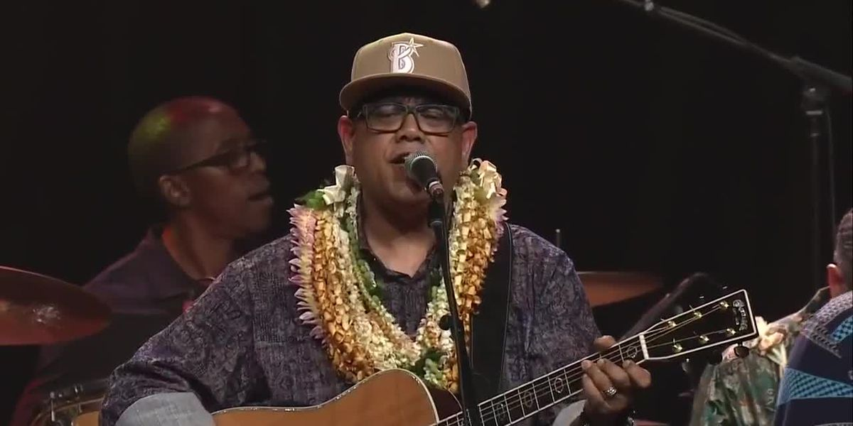 2019 Na Hoku Hanohano Awards Performance: Sean Na'auao and DeShannon Higa