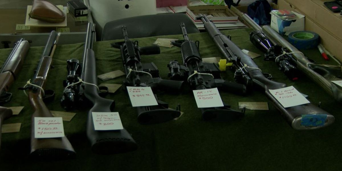 Among ongoing gun law debate, thousands attend major gun show at the Blaisdell