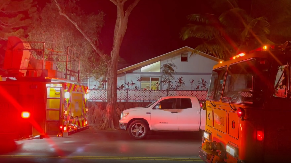 Firefighters respond to a 2-alarm house fire in Mililani