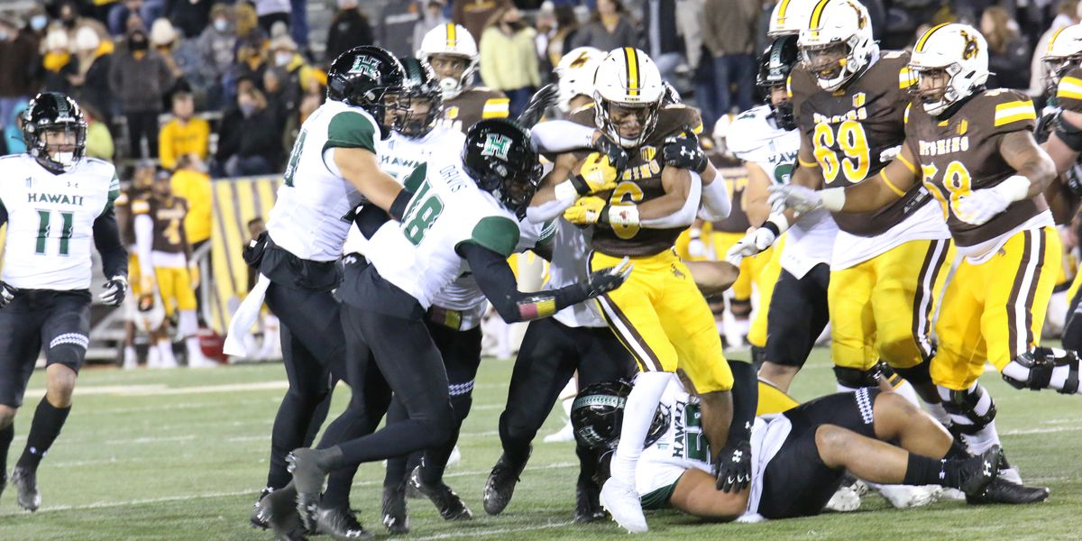 Cowboys put the 'Bows on ice, falling to Wyoming 31-7