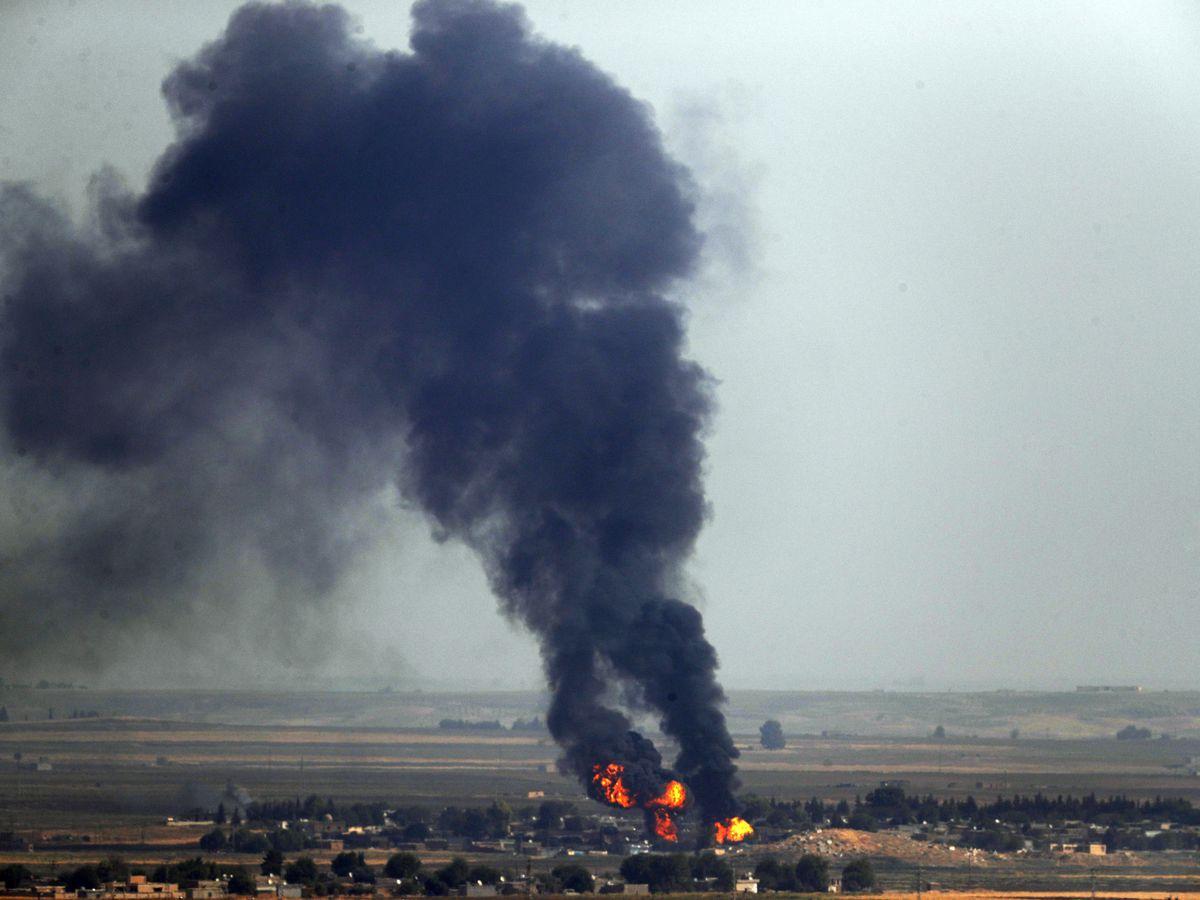 Kurds begin evacuation from besieged Syrian border town