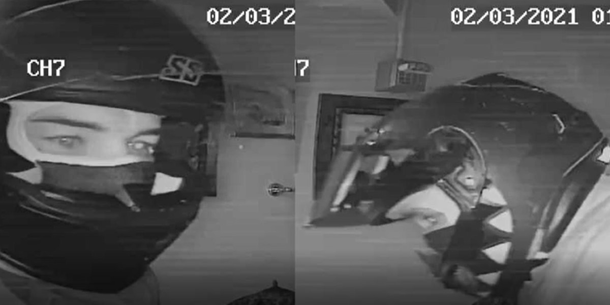 'They weren't afraid of anything': Armed thieves ransack jewelry store