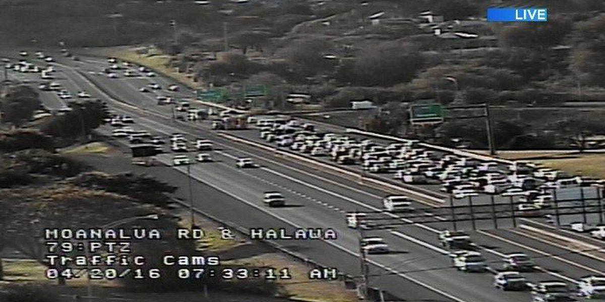 All lanes of Moanalua Freeway reopened following multiple-vehicle crash