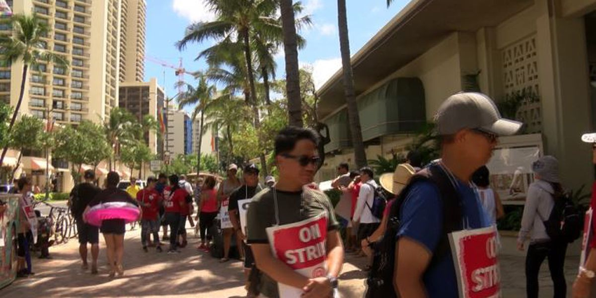 With Hawaii hotel strike dragging on, sides agree to meet next week
