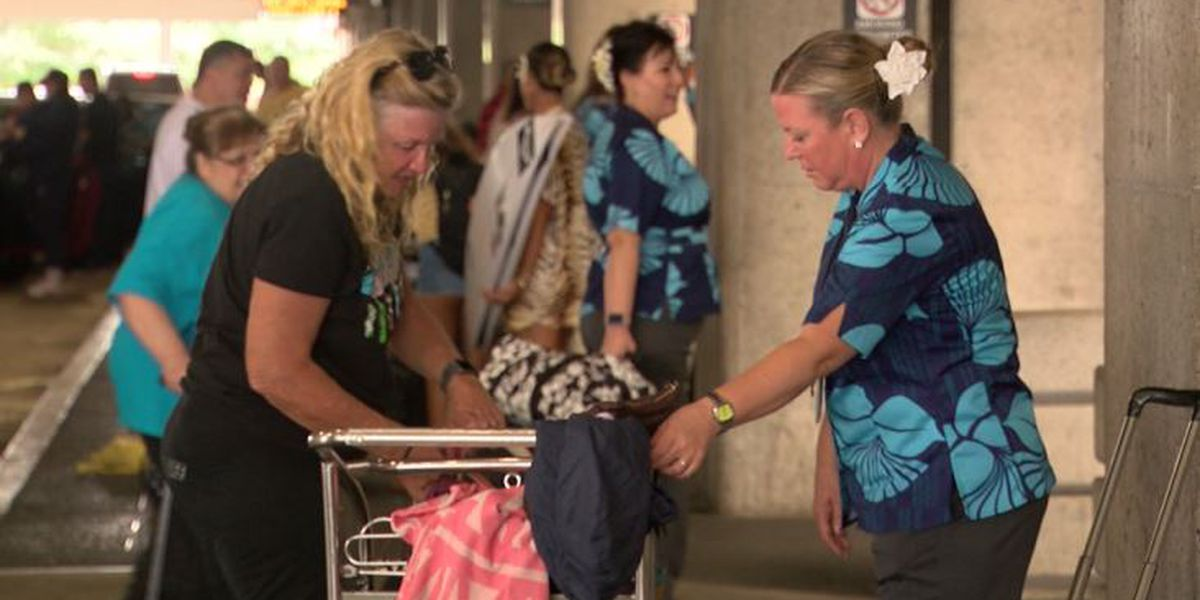 Hawaiian Airlines flight attendants take a different approach to picketing