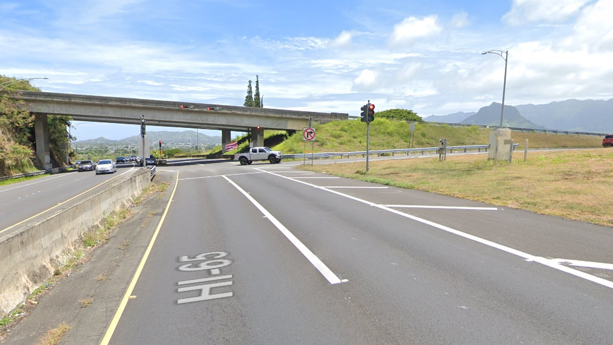 Woman dies after multi-car collision along Mokapu Saddle Road