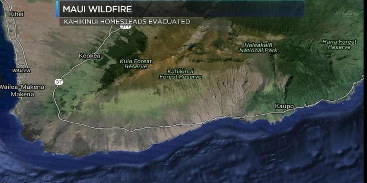 Rural Maui Brush Fire Burns 2 500 Acres Homes Evacuated