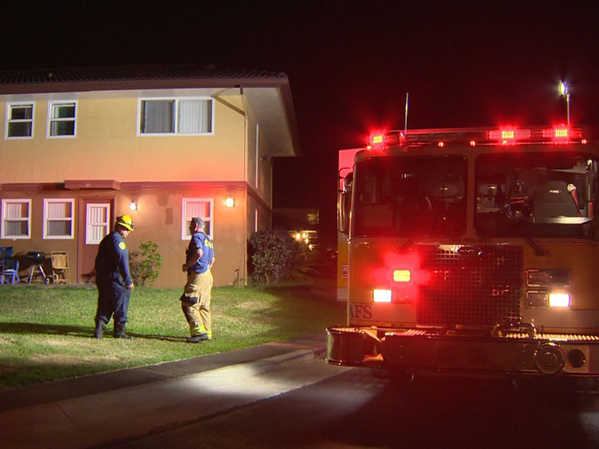 HFD rescues 2 women trapped in Waipahu building fire