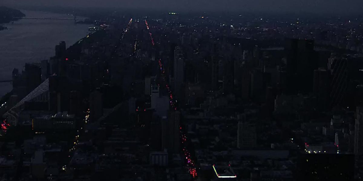 Massive power outage in NYC leaves tens of thousands in dark